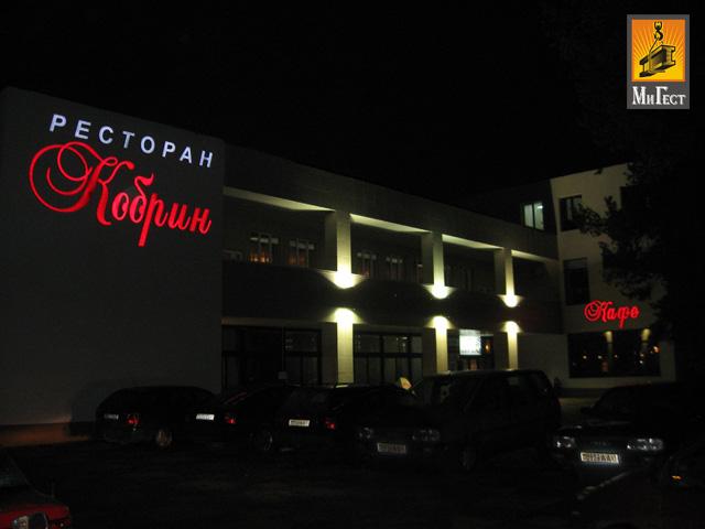 Рекламные вывески ночью